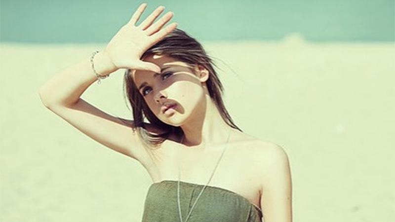 Ánh nắng mặt trời là một trong những nguyên nhân gây ra lão hóa da