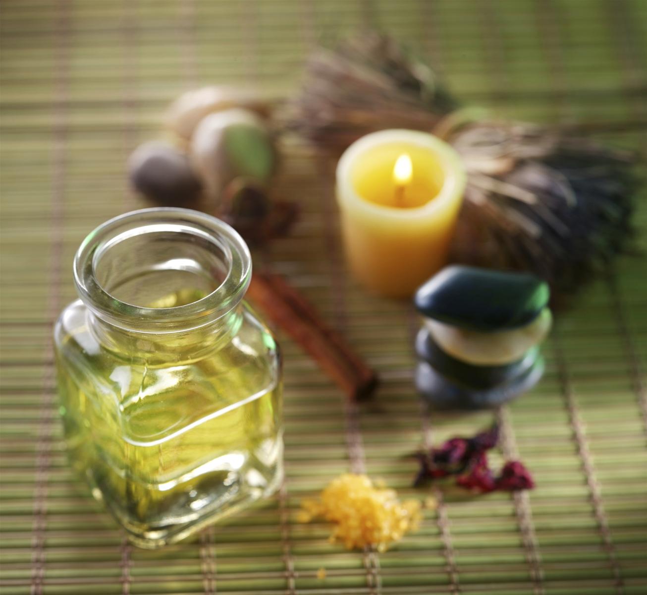 Tinh dầu thiên nhiên giúp nuôi dưỡng làn da khỏe mạnh hơn